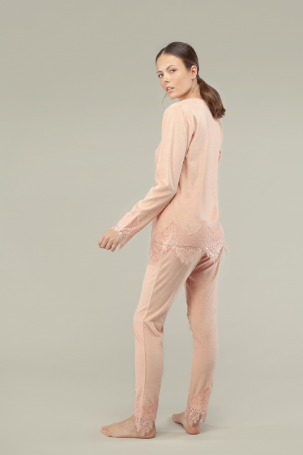 Pijama terciopelo detalle blonda