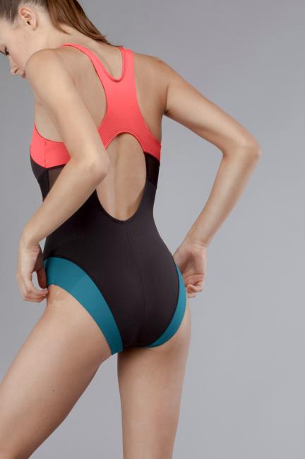Bañador deportivo con espalda nadadora