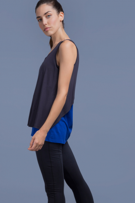 Sports T-shirt with contrasting overlays