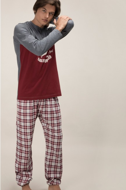 Pyjama set comprising a two-tone t-shirt and printed bottoms