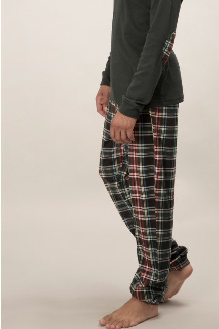 Pyjama set comprising a t-shirt with pocket and printed bottoms