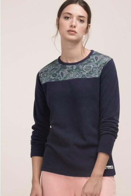 Pyjama set comprising a microfleece t-shirt and adjustable bottoms